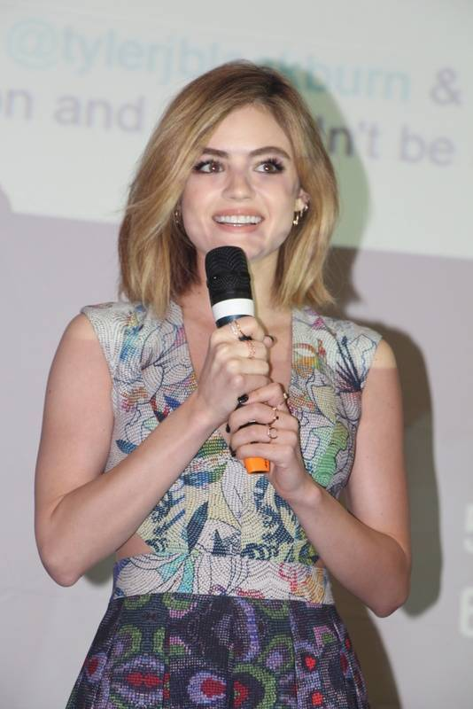Lucy Hale taille | By Renan Katayama (Lucy Hale-003) [CC BY-SA 2.0 (https://creativecommons.org/licenses/by-sa/2.0)], via Wikimedia Commons