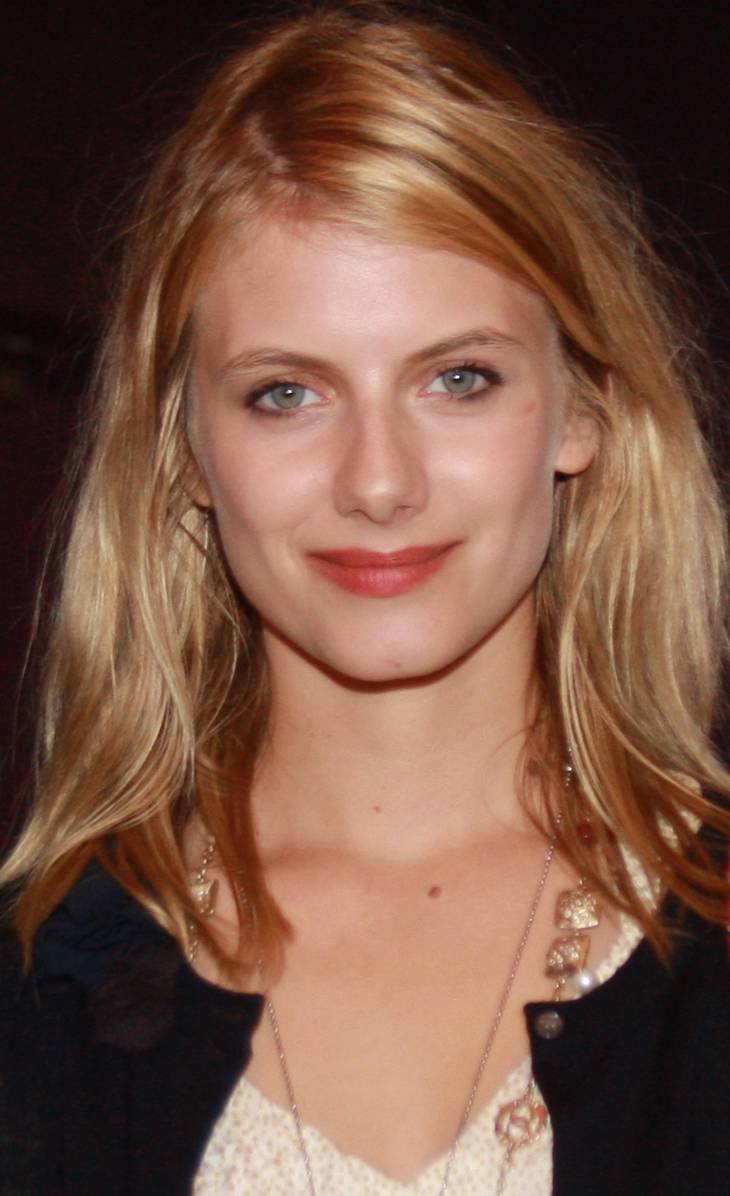 Mélanie Laurent peso | By Bev Moser at http://www.flickr.com/photos/momentsbymoser/ [CC BY 3.0 (http://creativecommons.org/licenses/by/3.0)], via Wikimedia Commons