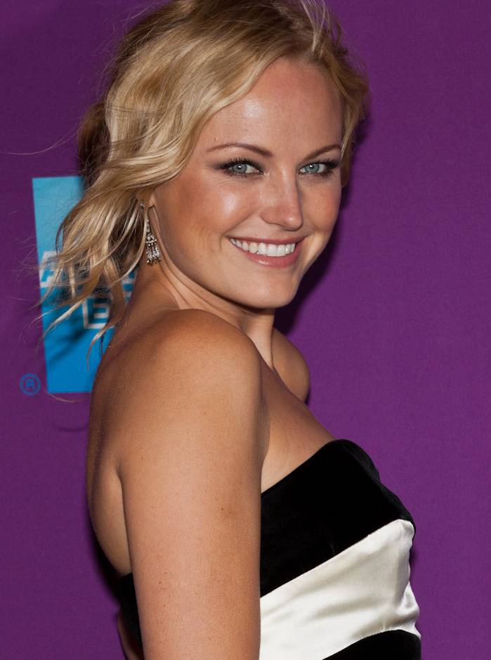 Malin Akerman'ın ölçümleri | By Malin_Ackerman_-_Giant_Mechanical_Man_Premiere.jpg: Sachyn Mital derivative work: PancakeMistake [CC BY-SA 3.0 (https://creativecommons.org/licenses/by-sa/3.0)], via Wikimedia Commons