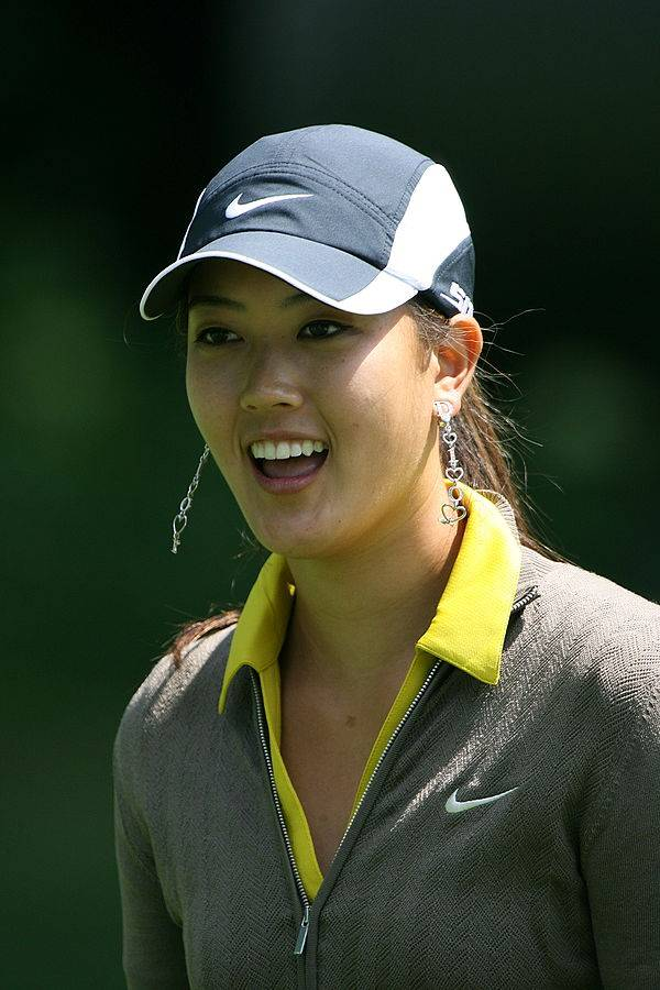 Michelle Wie height | By Keith Allison (originally posted to Flickr as Michelle Wie) [CC BY-SA 2.0 (https://creativecommons.org/licenses/by-sa/2.0)], via Wikimedia Commons