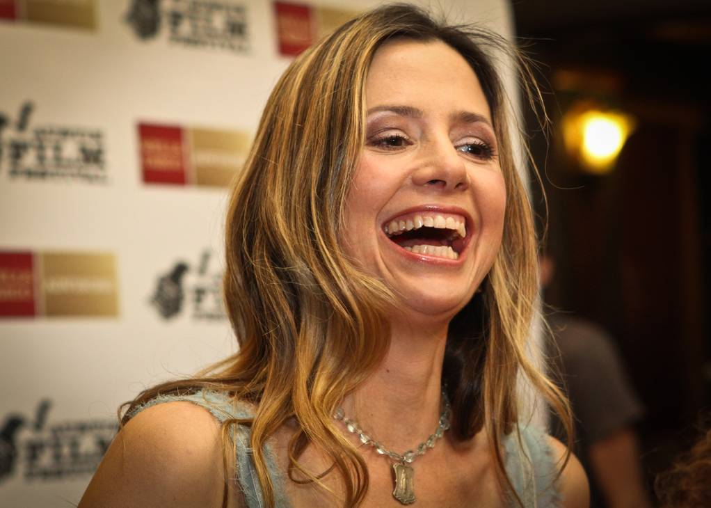 Mira Sorvino taille | By Nan Palmero (Flickr) [CC BY 2.0 (http://creativecommons.org/licenses/by/2.0)], via Wikimedia Commons