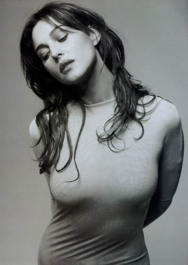 Monica Bellucci mensurations