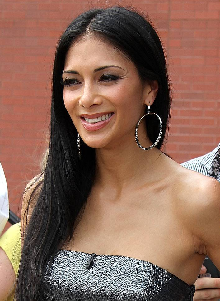 Nicole Scherzinger peso | By Alison Martin (Nicole Scherzinger) [CC BY-SA 2.0 (https://creativecommons.org/licenses/by-sa/2.0)], via Wikimedia Commons