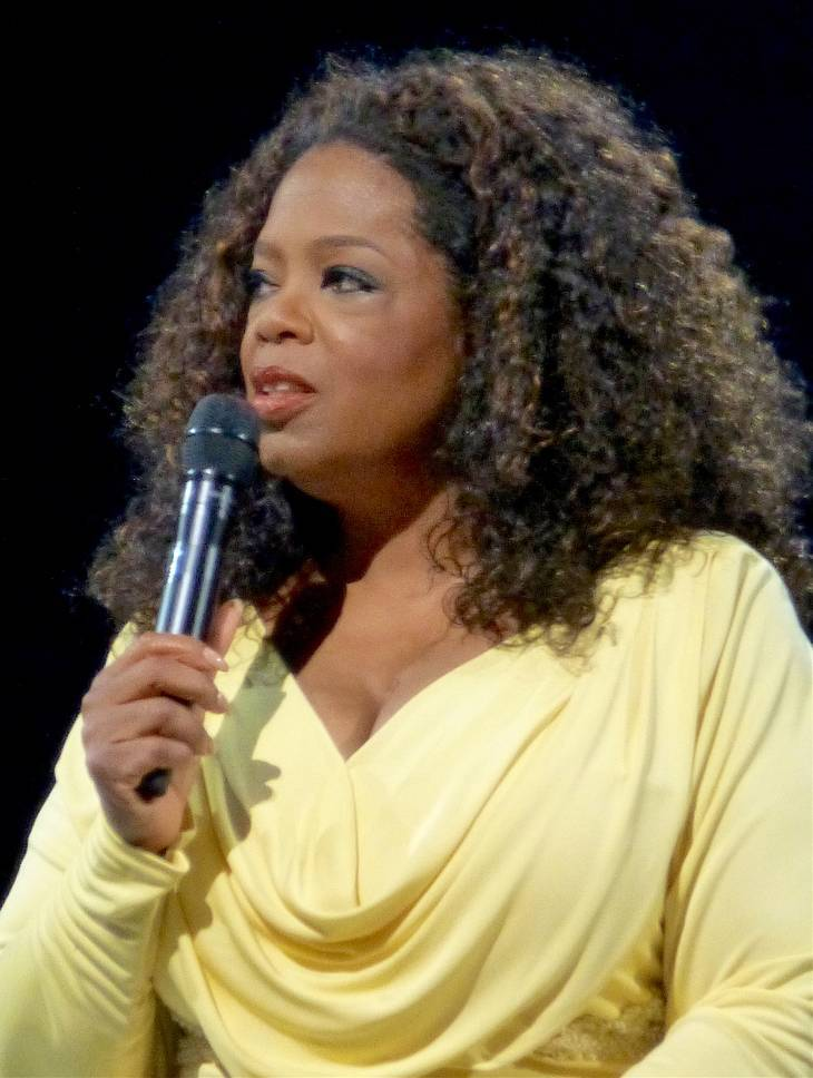 Oprah Winfrey taille | By https://www.flickr.com/photos/aphrodite-in-nyc [CC BY 2.0 (http://creativecommons.org/licenses/by/2.0)], via Wikimedia Commons