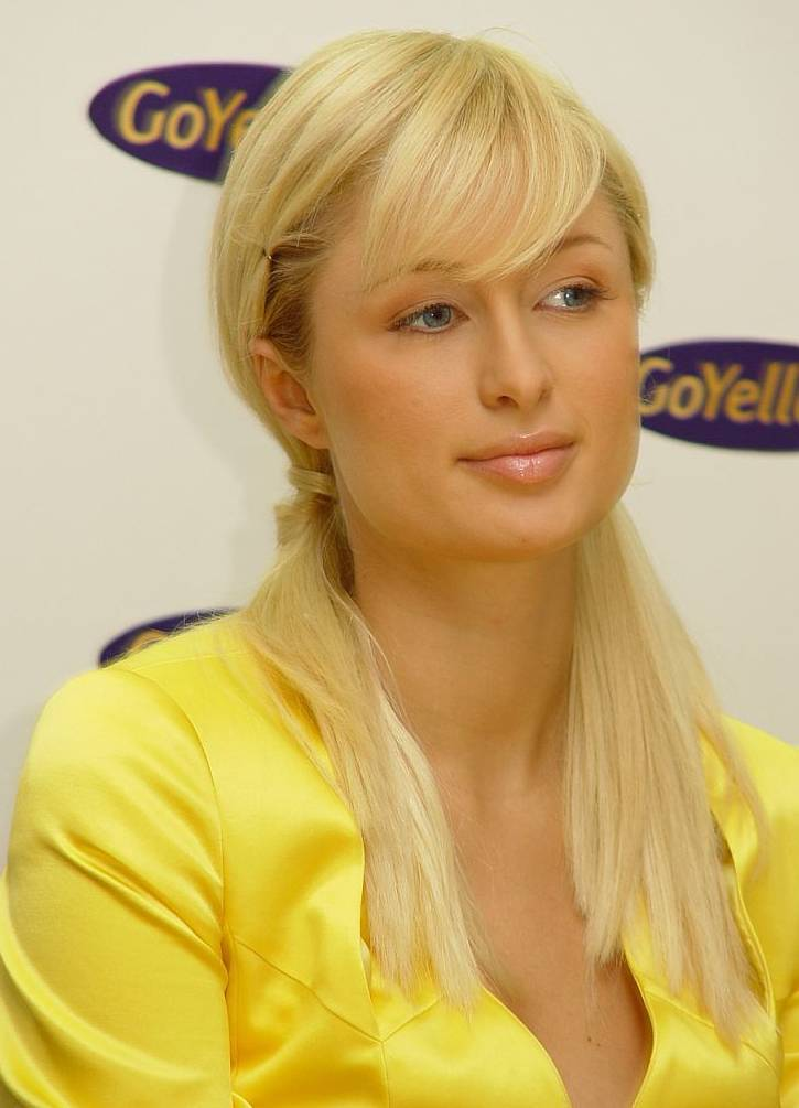 paris hilton taille | By Peter Schäfermeier of Universal Photo (Own work) [CC BY-SA 2.5 (https://creativecommons.org/licenses/by-sa/2.5)], via Wikimedia Commons