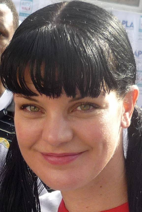 Pauley Perrette measurements | By Greg Hernandez (AIDS Walk  Uploaded by SpecialWindler) [CC BY 2.0 (http://creativecommons.org/licenses/by/2.0)], via Wikimedia Commons