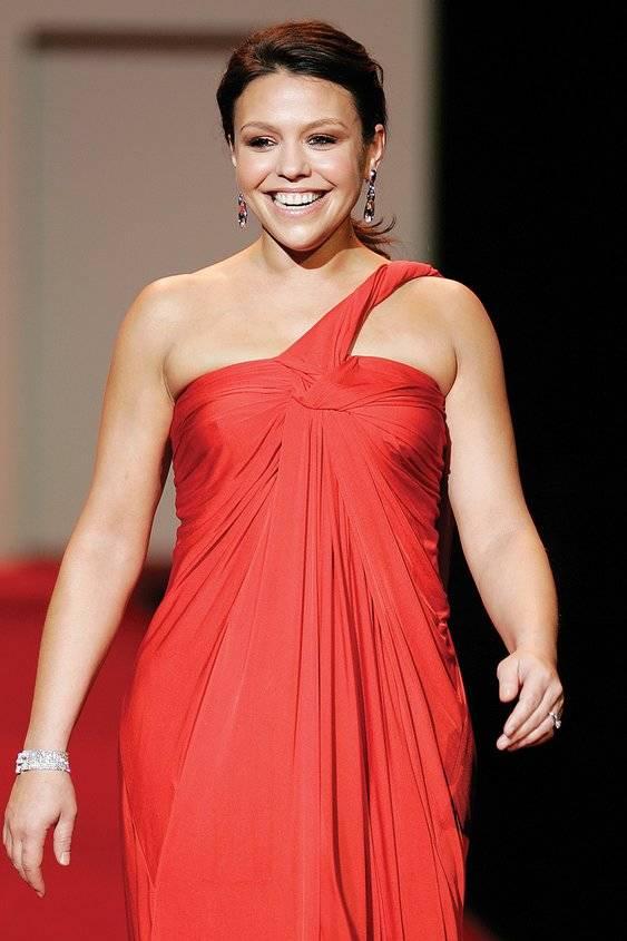 Rachael Ray misure | By The Heart Truth [CC BY-SA 2.0 (https://creativecommons.org/licenses/by-sa/2.0)], via Wikimedia Commons