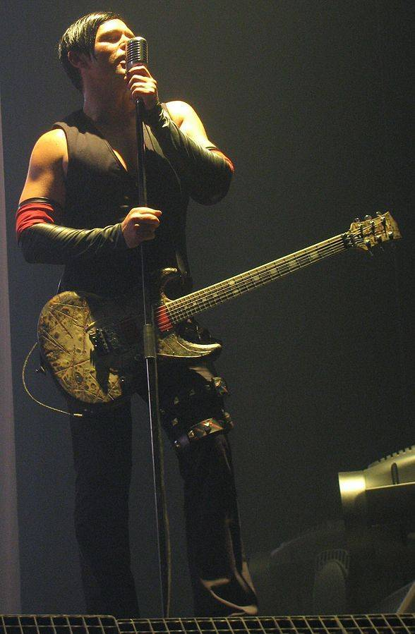 Richard Kruspe taille | By Nat4ty (Own work) [GFDL (http://www.gnu.org/copyleft/fdl.html) or CC BY-SA 3.0 (https://creativecommons.org/licenses/by-sa/3.0)], via Wikimedia Commons