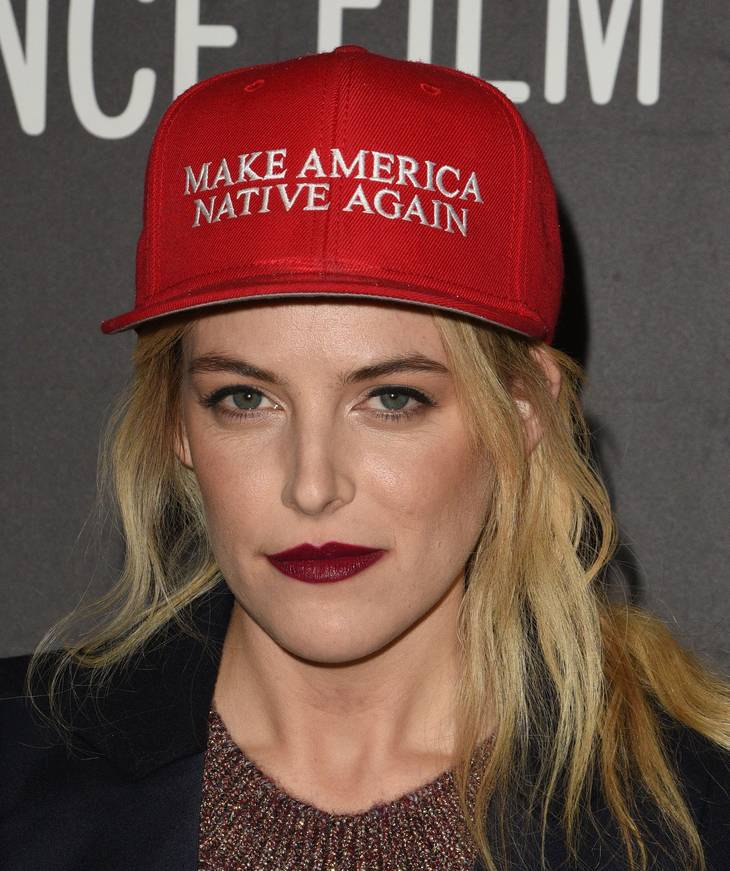 Riley Keough weight | By Dora Britt [CC BY-SA 2.0 (https://creativecommons.org/licenses/by-sa/2.0)], via Wikimedia Commons