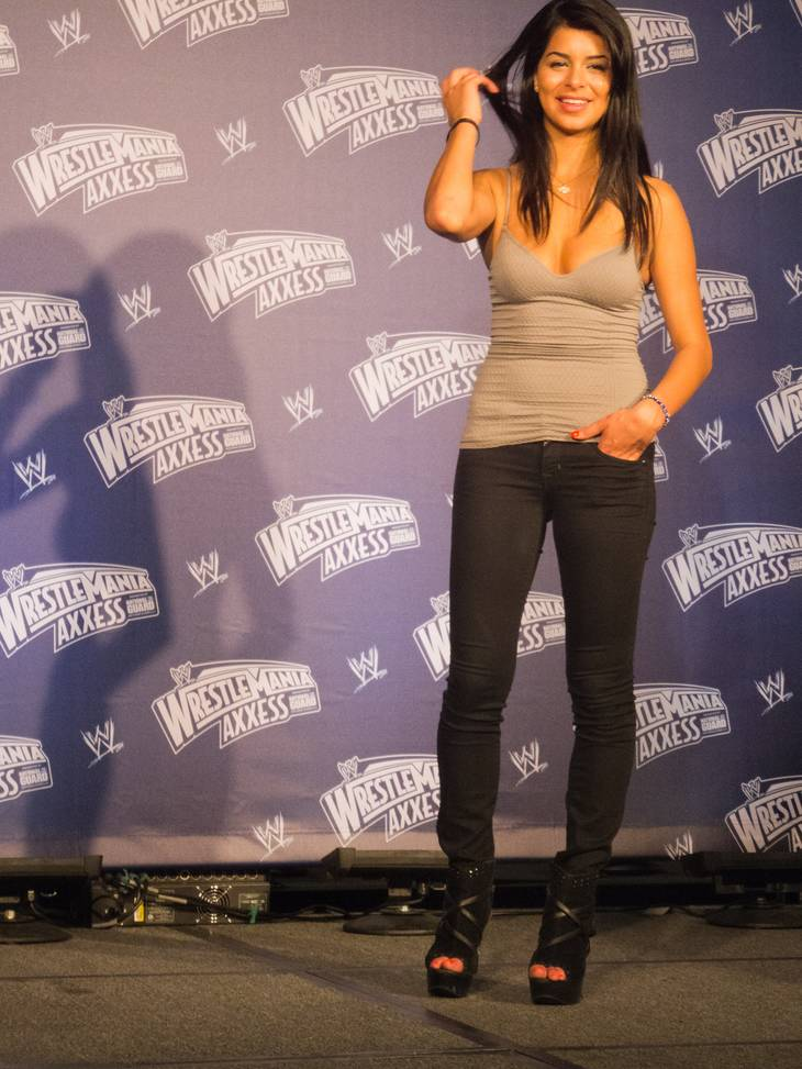 Rima Fakih Pomiary By Simon Q from United Kingdom (WWE Fan Axxess - Rima Fakih) [CC BY 2.0 (http://creativecommons.org/licenses/by/2.0)], via Wikimedia Commons