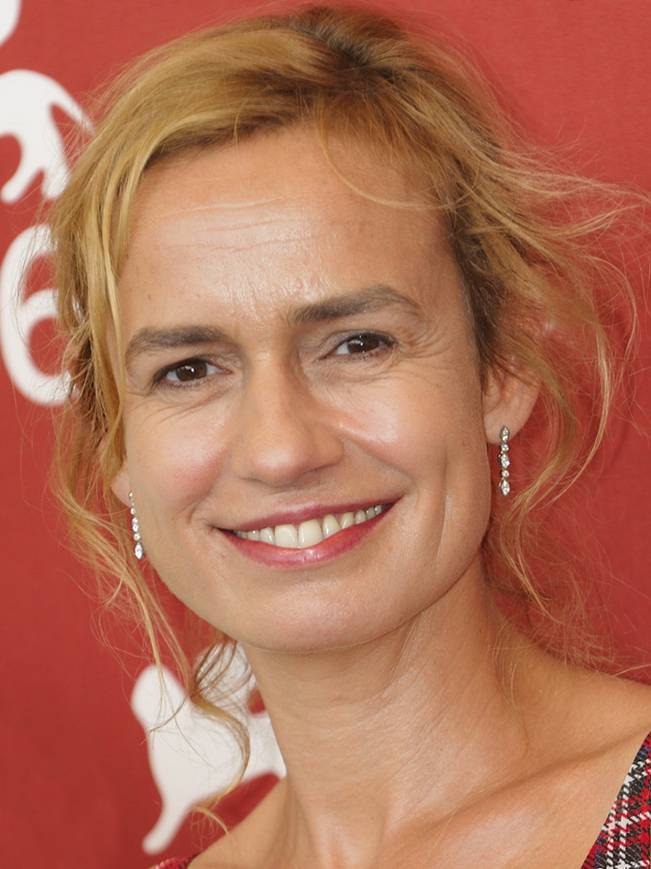 Sandrine Bonnaire peso | By nicolas genin from Paris, France (66ème Festival de Venise (Mostra)) [CC BY-SA 2.0 (https://creativecommons.org/licenses/by-sa/2.0)], via Wikimedia Commons
