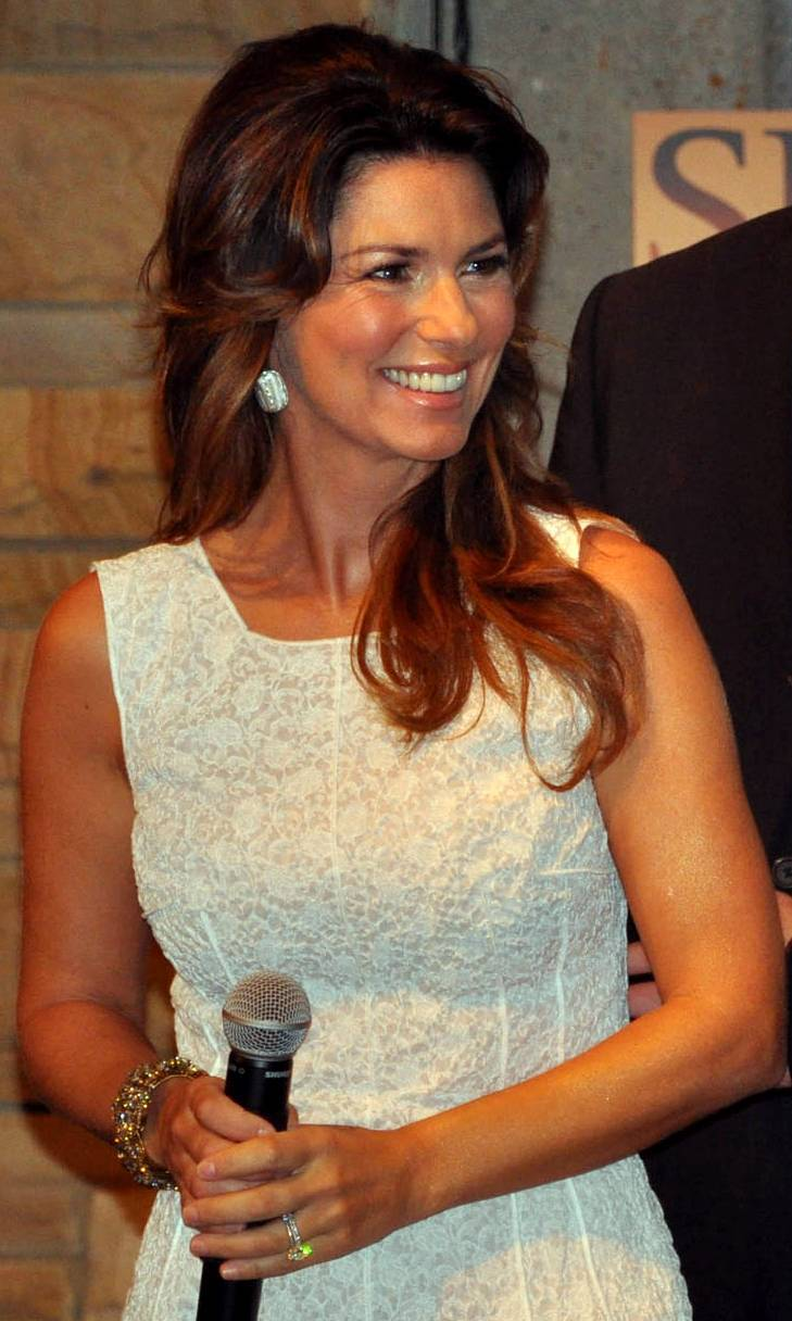 Shania Twain आकार | Katherine Brock [CC BY-SA 2.0 (https://creativecommons.org/licenses/by-sa/2.0)], via Wikimedia Commons