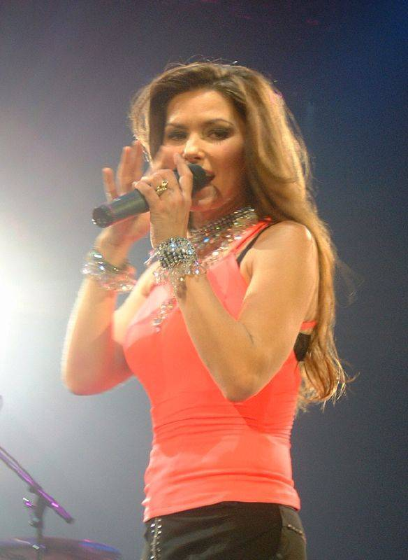 Shania Twain medidas | By David Swales (Originally uploaded to Flickr as Hello Shania) [CC BY 3.0 (http://creativecommons.org/licenses/by/3.0)], via Wikimedia Commons