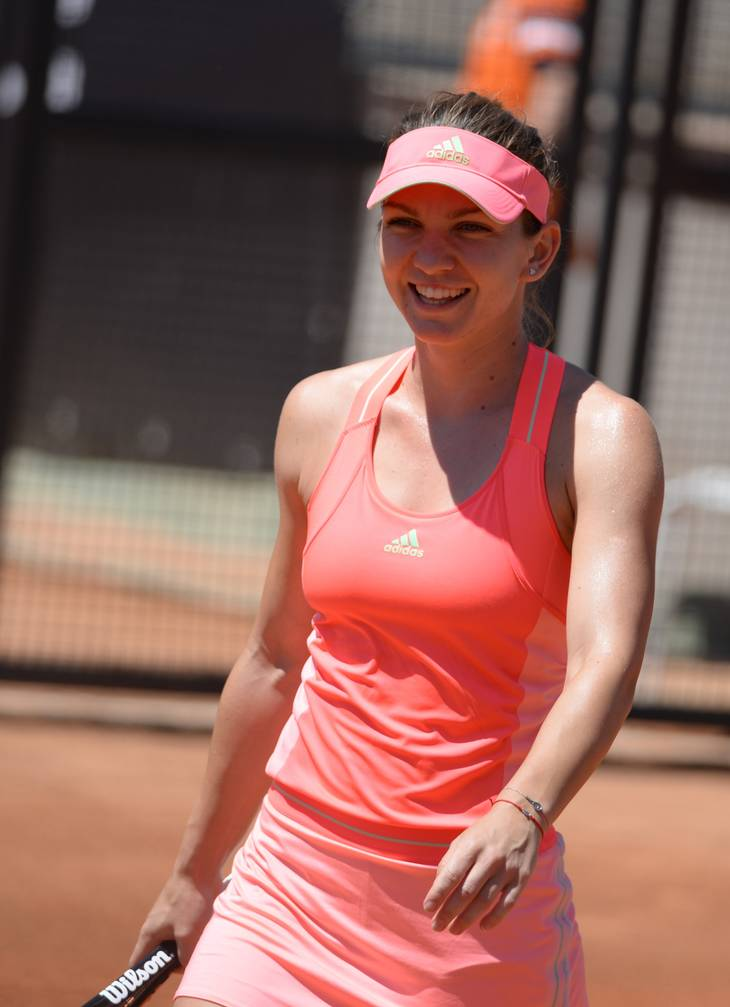 Simona Halep taille | By robbiesaurus from Smithtown, NY, USA (Simona Halep (ROU)  Uploaded by Flickrworker) [CC BY-SA 2.0 (https://creativecommons.org/licenses/by-sa/2.0)], via Wikimedia Commons