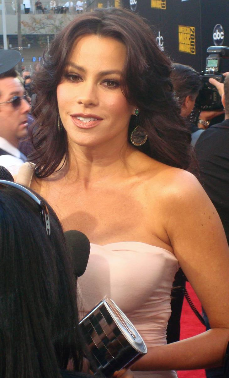 Sofia Vergara taille | By Keith HInkle (Sofia Vergara) [CC BY 2.0 (http://creativecommons.org/licenses/by/2.0)], via Wikimedia Commons