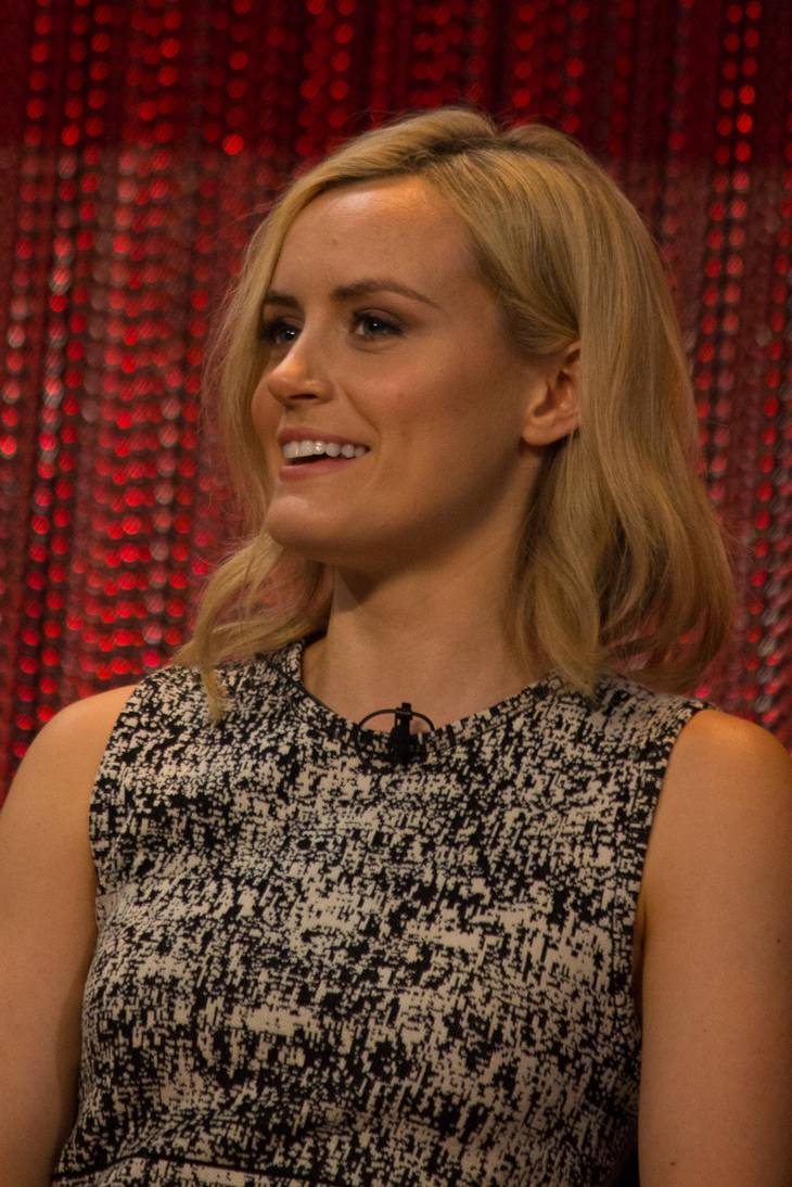 Taylor Schilling height | By Dominick D [CC BY-SA 2.0 (https://creativecommons.org/licenses/by-sa/2.0)], via Wikimedia Commons