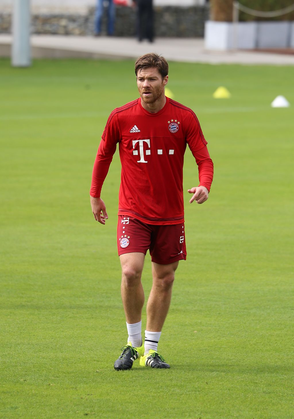 Xabi Alonso taille | By Rufus46 [CC BY-SA 3.0  (https://creativecommons.org/licenses/by-sa/3.0)], from Wikimedia Commons