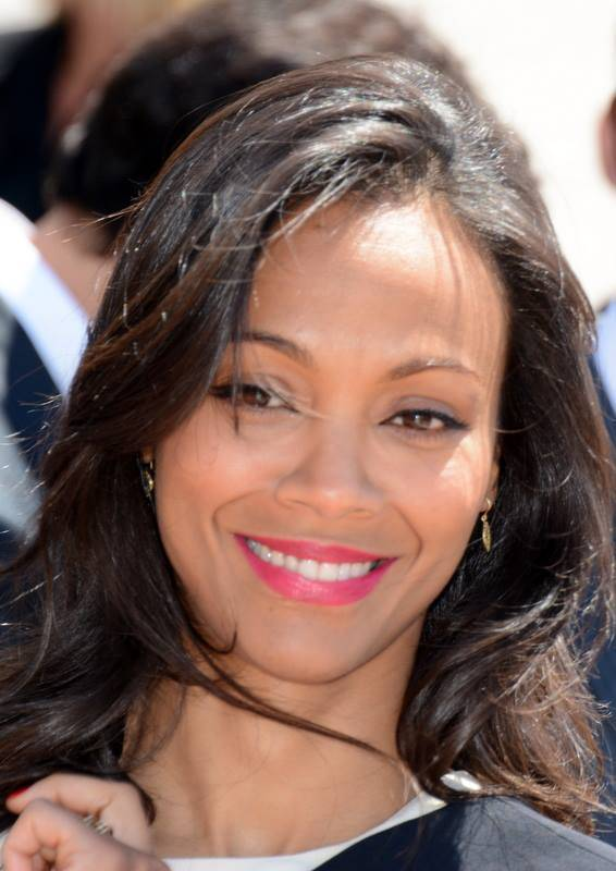 Zoe Saldana taille | Georges Biard [CC BY-SA 3.0 (https://creativecommons.org/licenses/by-sa/3.0)], via Wikimedia Commons