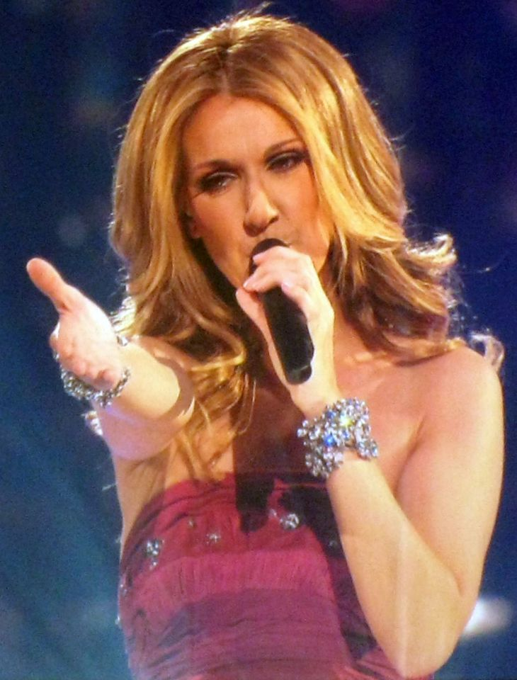Céline Dion misure | By Anirudh Koul (Celine Dion Concert) [CC BY 2.0 (http://creativecommons.org/licenses/by/2.0)], via Wikimedia Commons