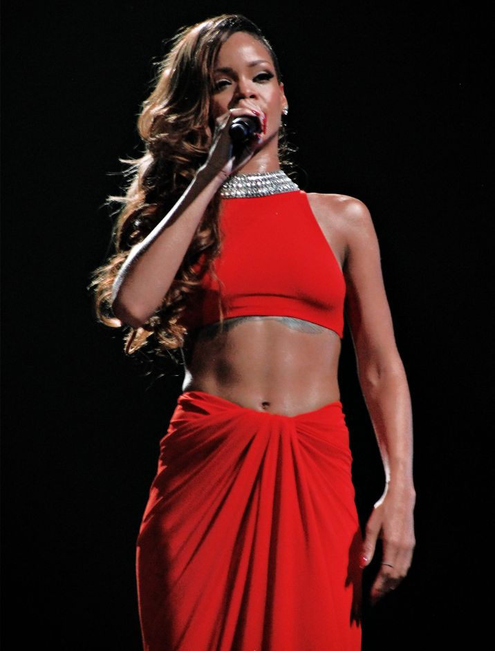 Rihanna taille |