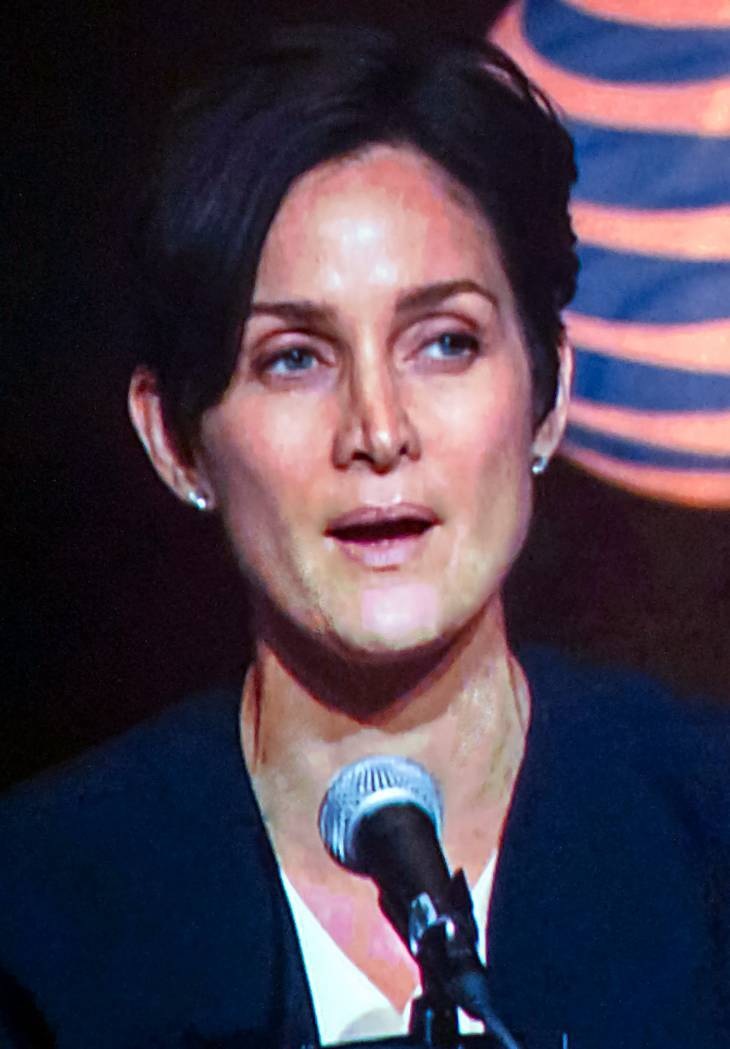 Carrie-Anne Moss Pomiary By Romer Jed Medina [CC BY-SA 2.0 (https://creativecommons.org/licenses/by-sa/2.0)], via Wikimedia Commons