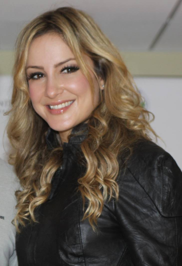 Claudia Leitte Pomiary By Justo Ruiz from Miami, USA (Brazilian Day in Miami) [CC BY-SA 2.0 (https://creativecommons.org/licenses/by-sa/2.0)], via Wikimedia Commons