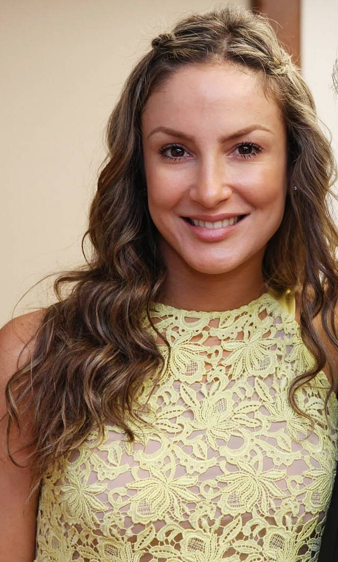 Claudia Leitte | By Claudia_Leitte_e_Jaques_Wagner.jpg: Agecom Bahia from Bahia/Brasil derivative work: Truu (Claudia_Leitte_e_Jaques_Wagner.jpg) [CC BY 2.0 (http://creativecommons.org/licenses/by/2.0)], via Wikimedia Commons