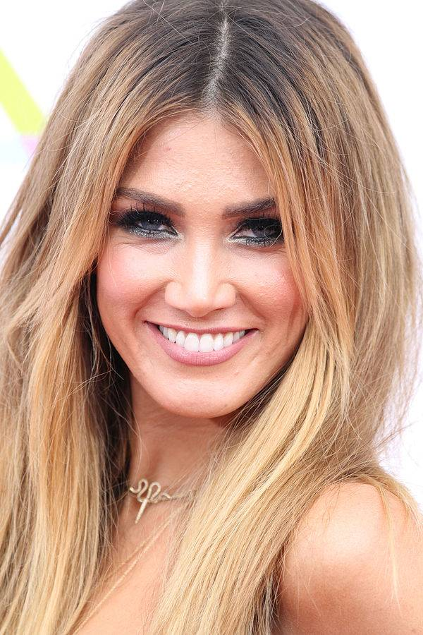 Delta Goodrem taille | Eva Rinaldi [CC BY-SA 2.0 (https://creativecommons.org/licenses/by-sa/2.0)], via Wikimedia Commons