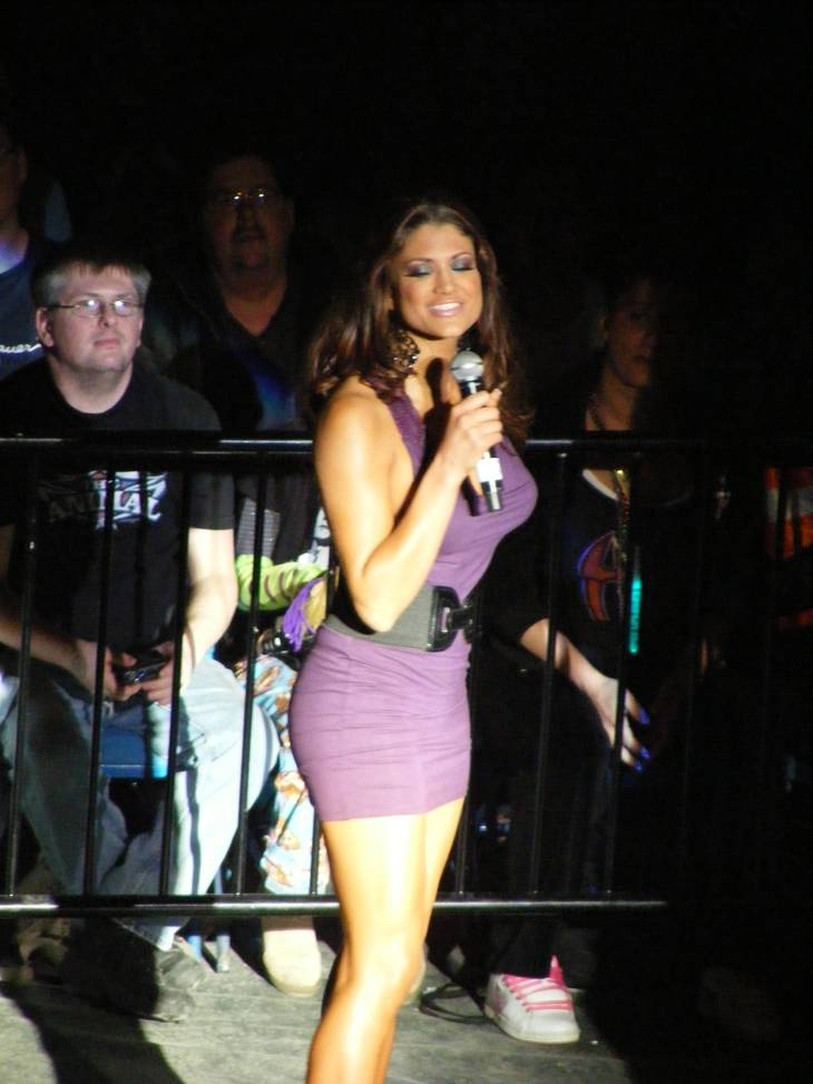 Eve Torres taille | By shstrng (2009_0228wwe0180) [CC BY 2.0 (http://creativecommons.org/licenses/by/2.0)], via Wikimedia Commons