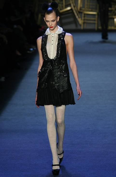 Karlie Kloss taille   By Ed Kavishe, http://www.fashionwirepress.com/ (Contact us/Photo submission) [CC BY 3.0 (http://creativecommons.org/licenses/by/3.0)], via Wikimedia Commons