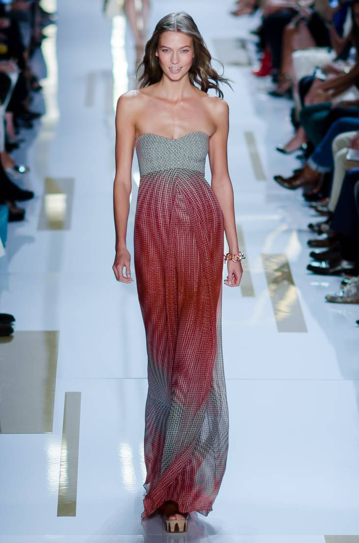 Karlie Kloss taille   By CHRISTOPHER MACSURAK (Flickr: DVF ss14-13) [CC BY 2.0 (http://creativecommons.org/licenses/by/2.0)], via Wikimedia Commons
