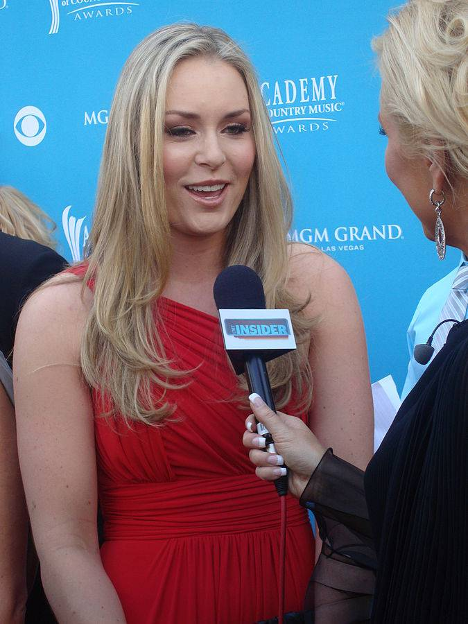 Lindsey Vonn taille | By Keith HInkle (Allison DeMarcus interviews Lindsey Vonn) [CC BY 2.0 (http://creativecommons.org/licenses/by/2.0)], via Wikimedia Commons