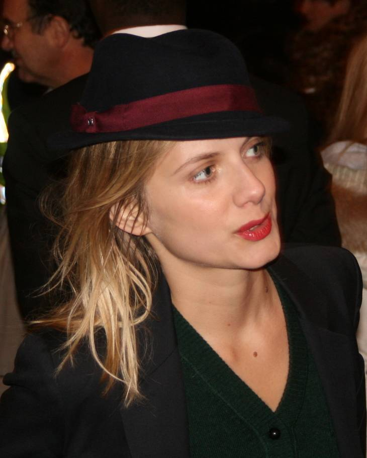 Mélanie Laurent Pomiary By Vincent Roche from Paris, France (Mélanie Laurent) [CC BY-SA 2.0 (https://creativecommons.org/licenses/by-sa/2.0)], via Wikimedia Commons